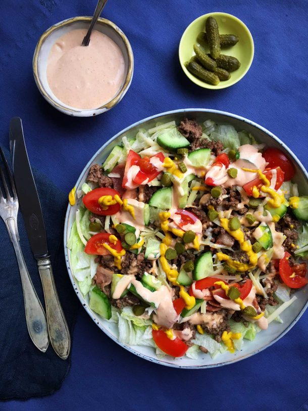 This cheeseburger salad - also known as the Big Mac salad - is a delicious and filling way to get the best from the burger. And still keep your carbs low. Recipe here: MyCopenhagenKitchen.com